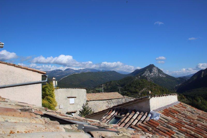 Vente maison de village avec terrasse sallagriffon arriere for Achat maison arriere pays nicois